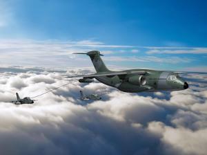 KC-390 reabasteciendo dos AMX