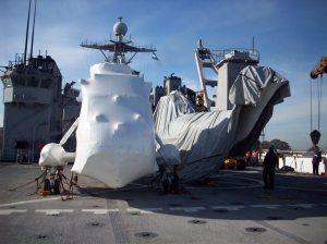 Los dos UH-3H en cubierta del USS Oak Hill